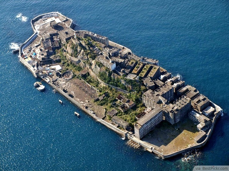 The Ghost Town - Gunkanjima Island, Japan ❥❥❥ http://bestpickr.com/creepy-places