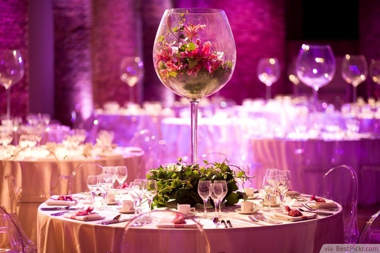 Giant Wine Glass Wedding Centerpieces ❥❥❥ http://bestpickr.com/wedding-reception-centerpieces