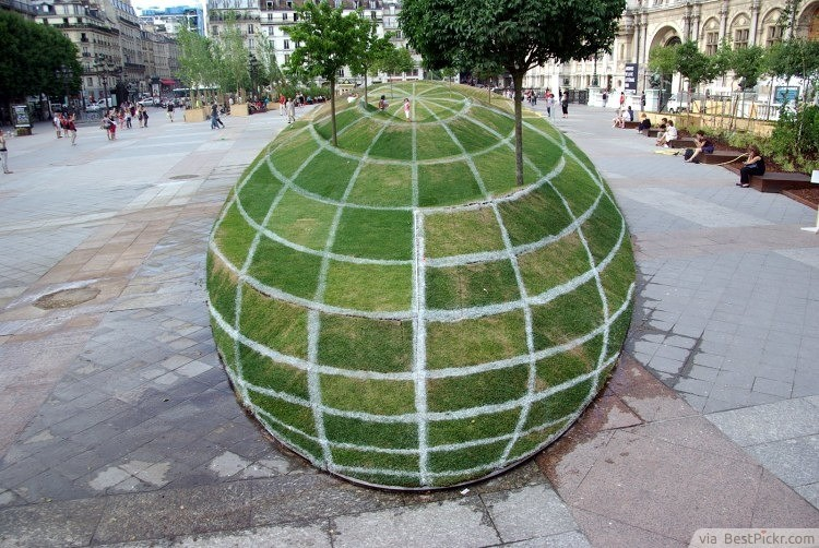 Grass Illusion ❥❥❥ http://bestpickr.com/surreal-photos