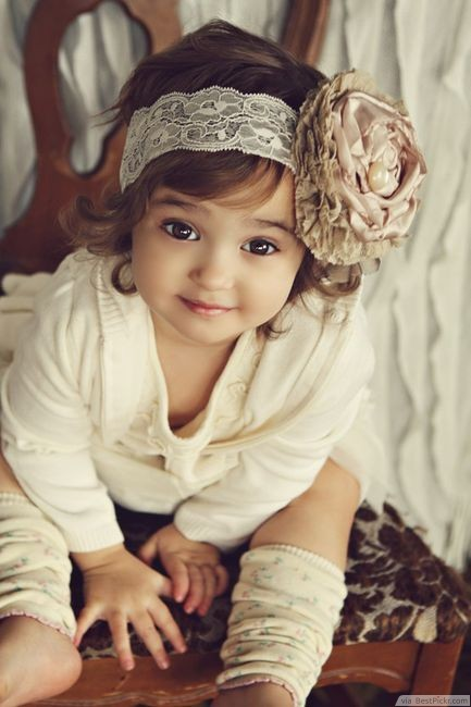 Beautiful-Baby-Girl-in-Vintage-Outfit