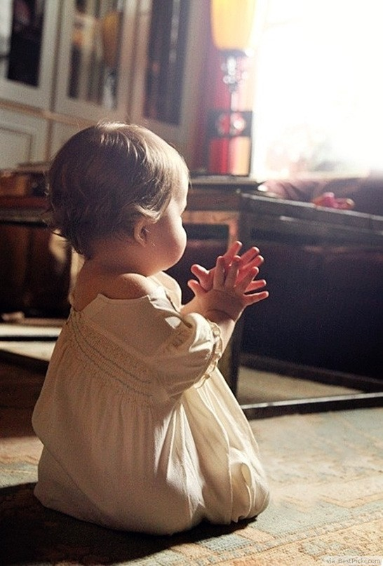 Beautiful Little Girl Praying To God ❥❥❥ http://bestpickr.com/cute-baby-girls-boys-photos